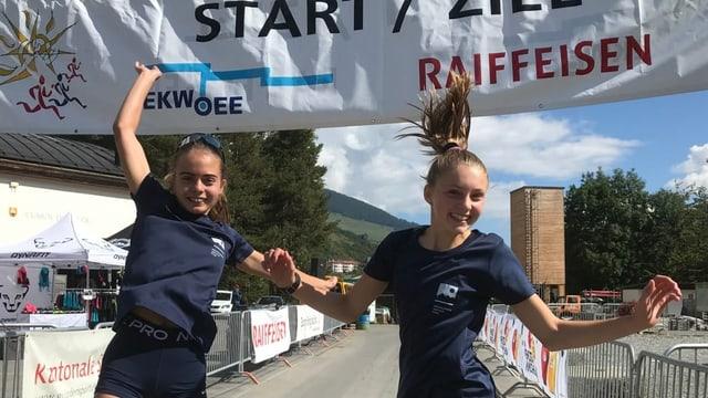 Saskia Barbüda e Valeria Benderer gudognan cursa da 5.2 km