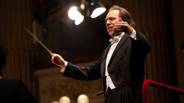 Riccardo Chailly dirigiert.