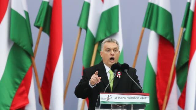 Victor Orban am Rednerpult.