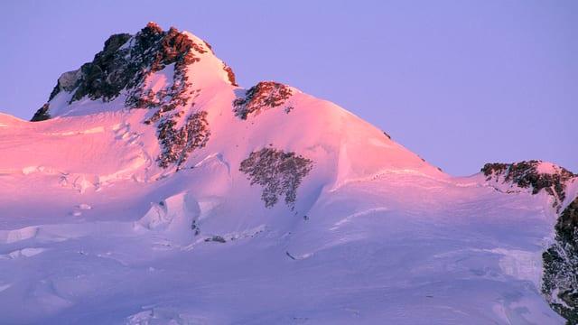 Mit 4634 Metern ist die Dufourspitze nicht nur der höchste Gipfel des Kantons Wallis, sondern auch der Schweiz.