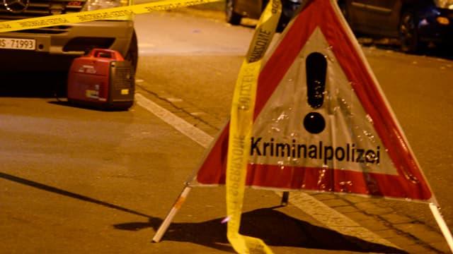 Polizeisperrein der Nacht.