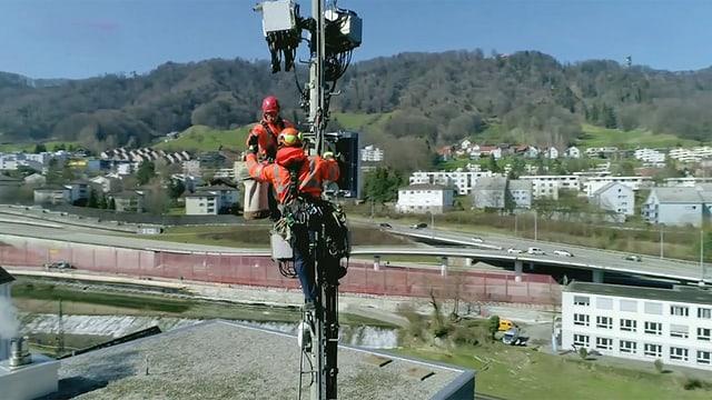 Video «5G-Antennen. Fitnesscenter ohne Geräte. Aufbackzopf-Test.» abspielen