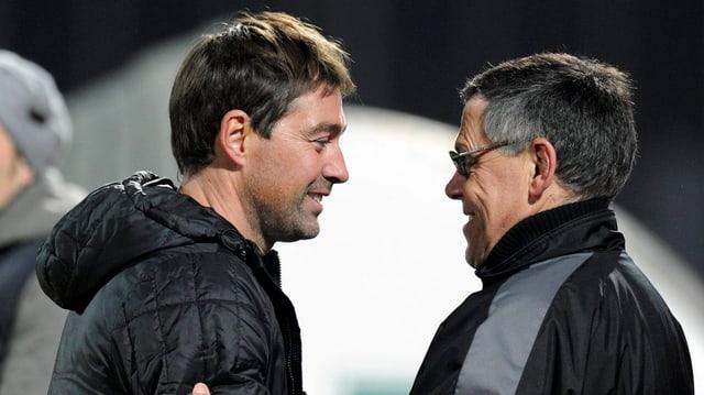 Trainer und Sportchef gratulieren sich nach einem Sieg (Archivbild)