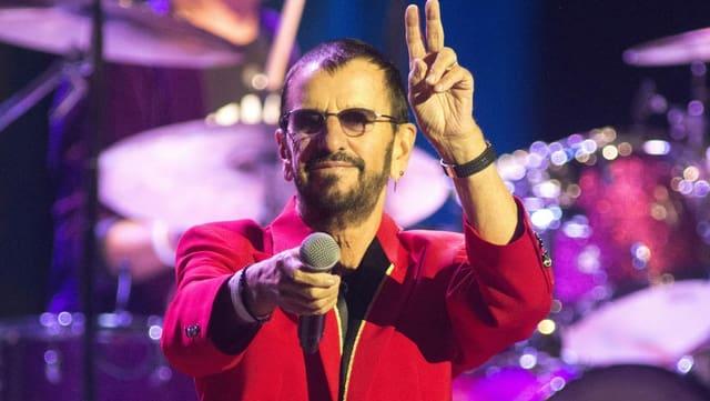 Ringo Starr mit Mikrophon