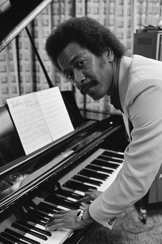 Allen Toussaint am Piano.