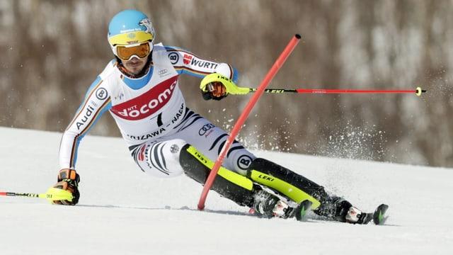 Il skiunz Felix Neureuther durant il slalom gigant a Naeba en il Giapun.