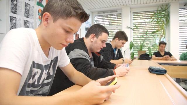Video «Droge Smartphone: wie abhängig sind wir?» abspielen