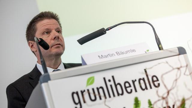 Martin Bäumle an einem Rednerpult