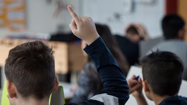 Schulen und Kesb wollen sich gegenseitig besser über Massnahmen informieren, wenn es mit einem Schulkind Probleme gibt.