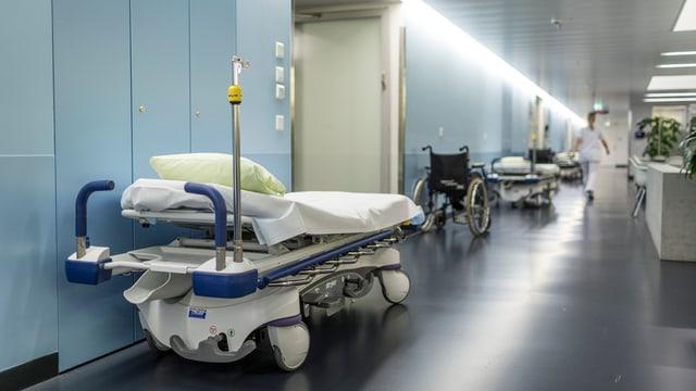 Viele Behandlungen werden in den grossen Spitälern wie der Insel zentralisiert - dagegen wehrt sich die Initiative.
