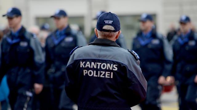 Aargauer Polizisten in Uniform
