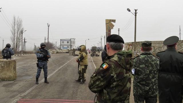 Die militärischen OSZE-Beobachtermission an der Grenze zur Krim.