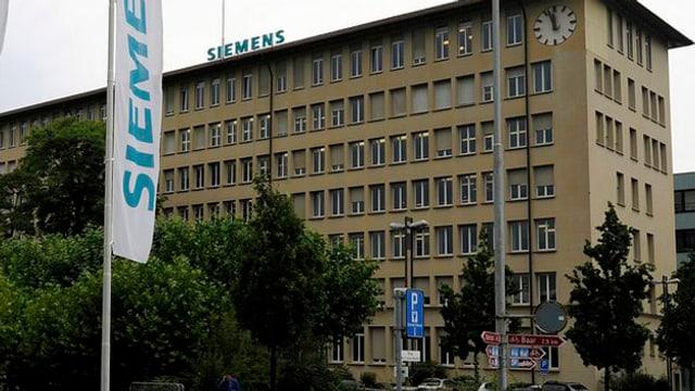Ein altes Industriegebäude mit 7 Stockwerken.