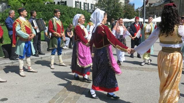 Folklore aus Montenegro am Internationalen Folklore-Treffen in Freiburg.