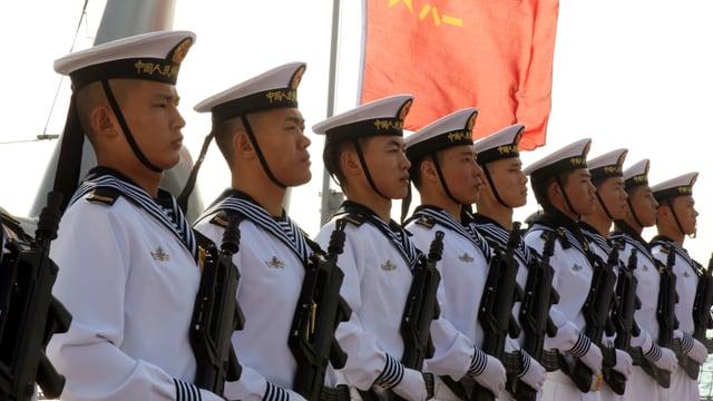 Eine exakte Reihe chinesischer Marinesoldaten
