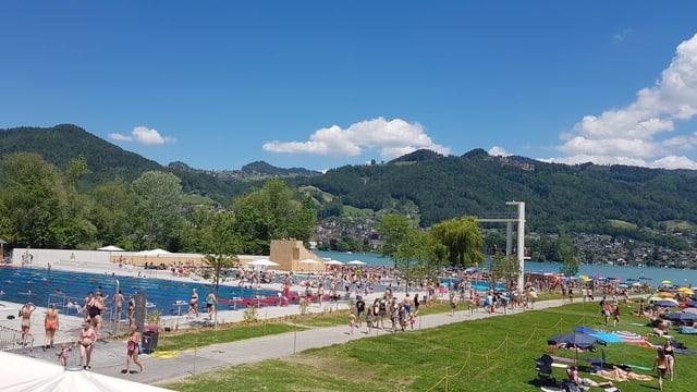 Blick auf das Schwimmbad in Thun.