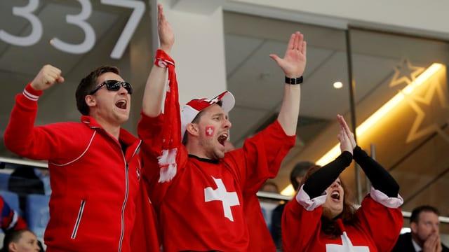 Purtret da fans svizzers en Russia.