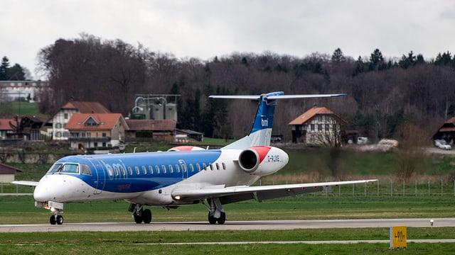 Flugzeug auf dem Flughafen Bern-Belp