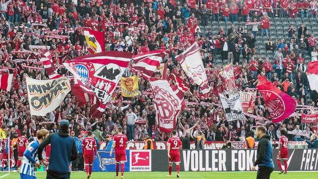Leere Sitze bei einem Bundesligaspiel von Bayern München.