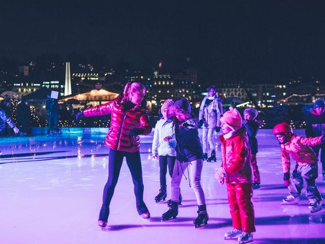 Denise Biellmann auf dem Eis mit Kinder