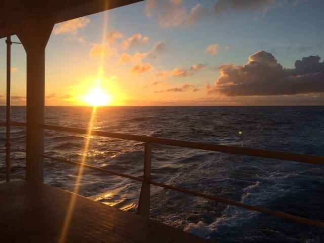 Auf hoher See blickt Mario Nottaris auf den Sonnenuntergang.