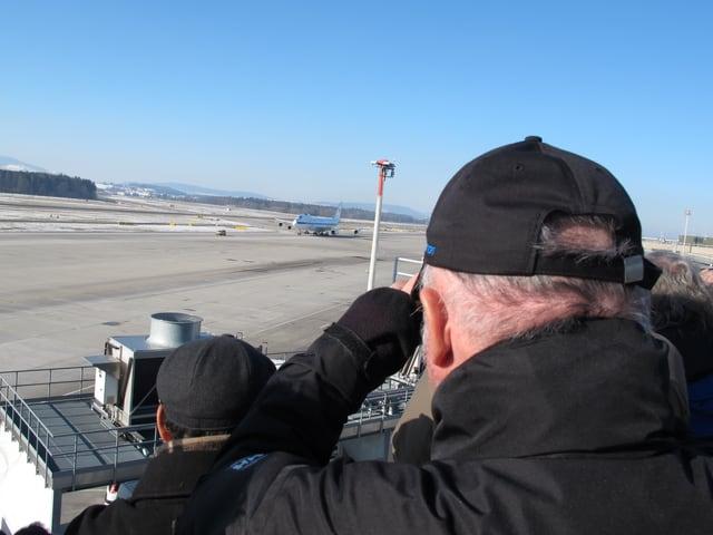 Im Visier der «Planespotter»: Die Boeing E-4B ist in Kloten gelandet.