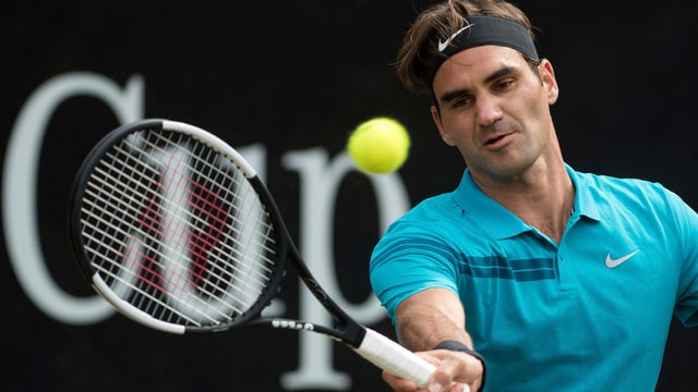 Federer sitta la balla.