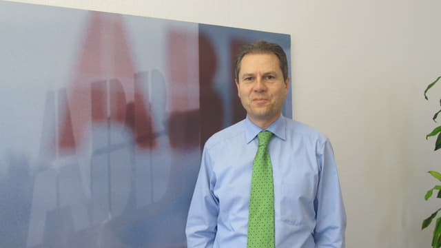 Remo Lütolf, Chef von ABB Schweiz, in seinem Büro.