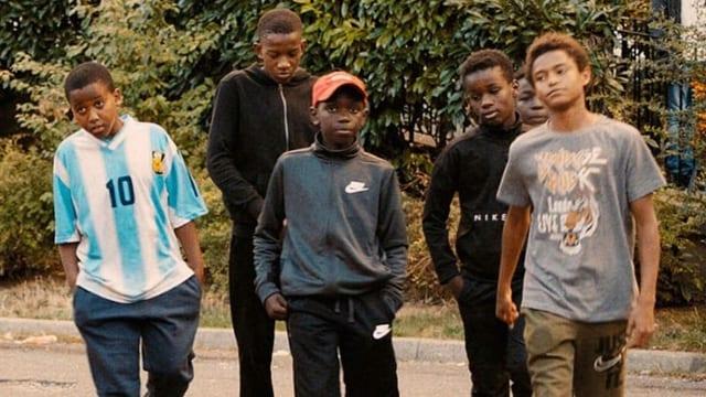 Jugendliche Darsteller des Films, situiert in der Banlieue Montfermeil.