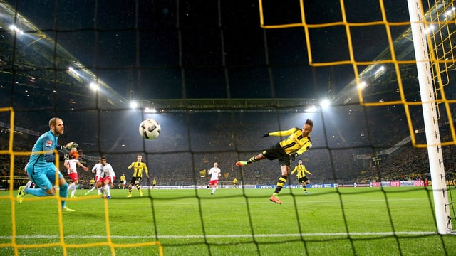Liga-Topskorer Pierre-Emerick Aubameyang trifft gegen RB Leipzig.