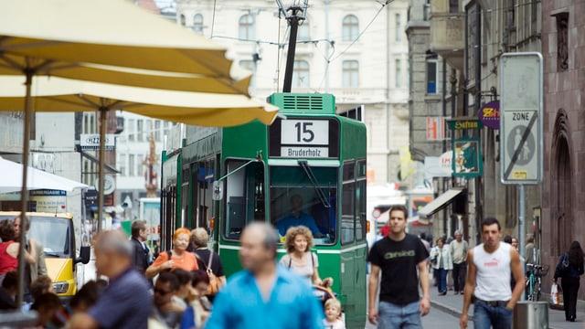 Tram n der Basler Innenstadt