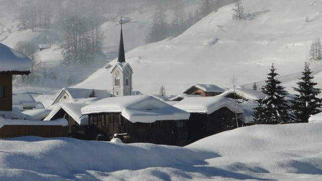 Tiefverschneites Goms am 23. Dezember 2011.