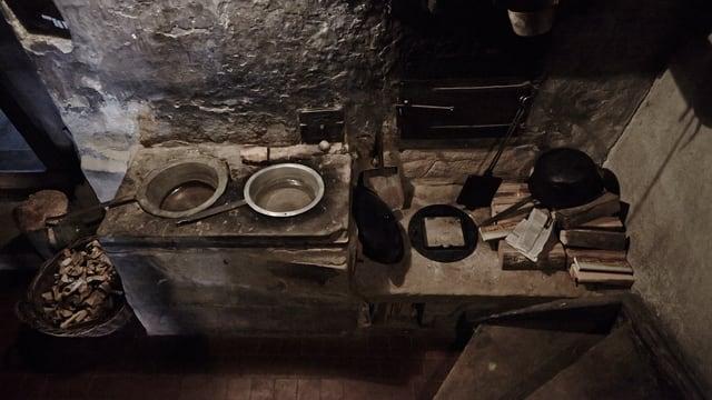 Kochen im Freddihaus: Eine einfache alte Kochstelle