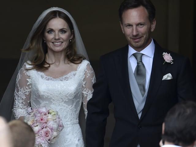 Geri Halliwell im weissen Kleid mit ihrem Bräutigam Christian Horner