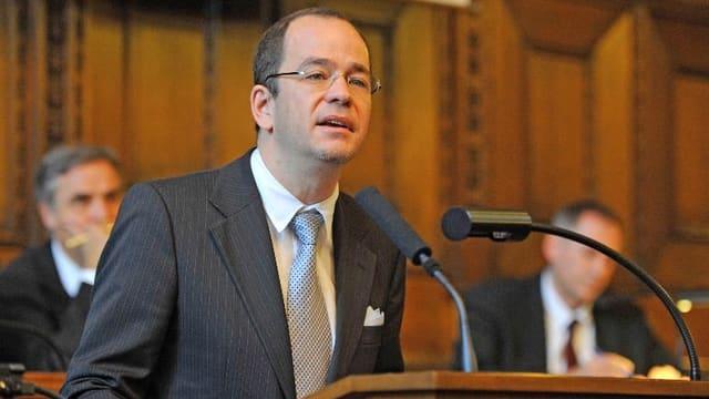 FDP-Präsident Daniel Stolz spricht im Grossen Rat an einer Sitzung des Jahres 2010