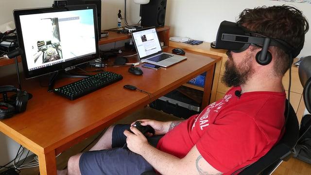 Guido muss sich in den Stuhl setzen um in virtuelle Welten abzutauchen... nicht ganz was man will.