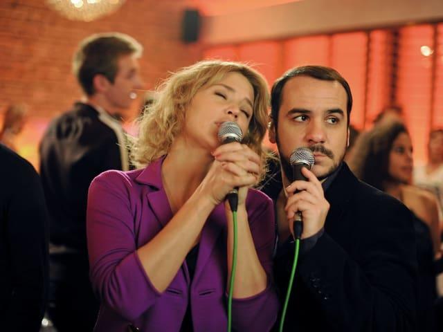 Virginie Efira als Johanna Sorini, François-Xavier Demaison als Julien Monnier.