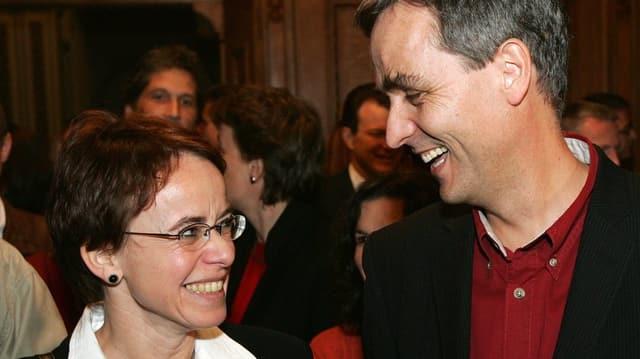 lachende Frau und lachender Mann
