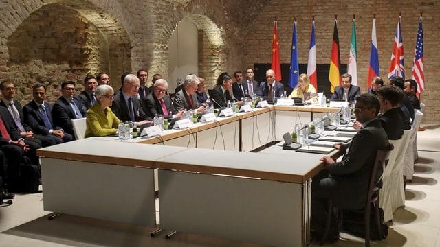 Die 5+1-Gruppe bei ihren Gesprächen im April in Wien. (reuters)