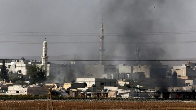 Rauch steigt auf aus der syrischen Stadt Kobane