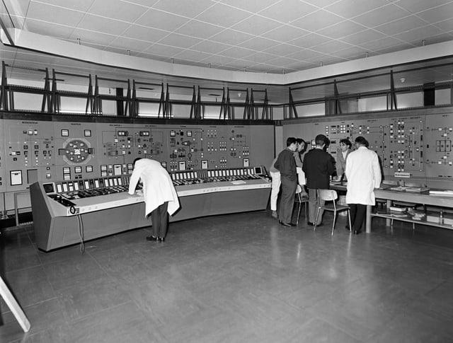 Kontrollraum des Versuchskraftwerks Lucens.