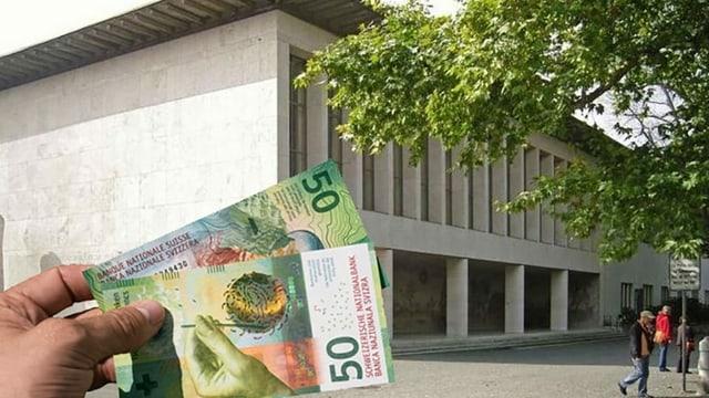 Mann hält Geld vor dem Kollegiengebäude der Universität Basel.