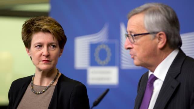 Sommaruga schaut zu Jean-Claude Juncker hinüber.