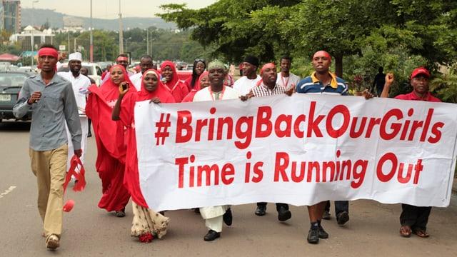Demonstration gegen die Entführung von Schülerinnen in Nigeria