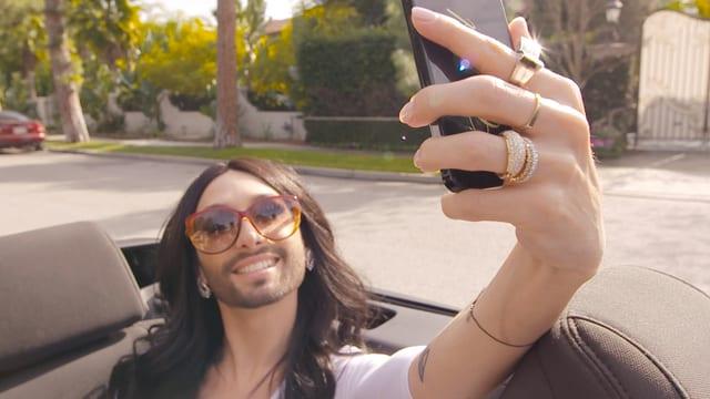 Video «Conchita - Unstoppable» abspielen