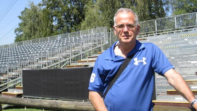 FC Bassersdorf Präsident Serge Caminada vor der Tribüne, die extra für den Cup-Match gegen den FC Zürich gebaut wurde.