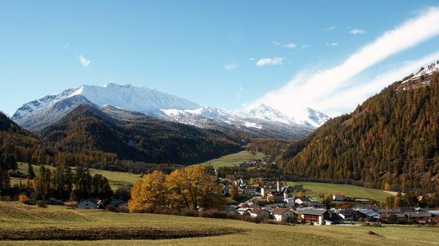 Vista sin Sta. Maria en Val Müstair durant l'atun.