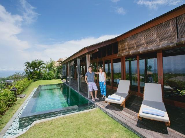 Ein Bungalow mit Swimmingpool