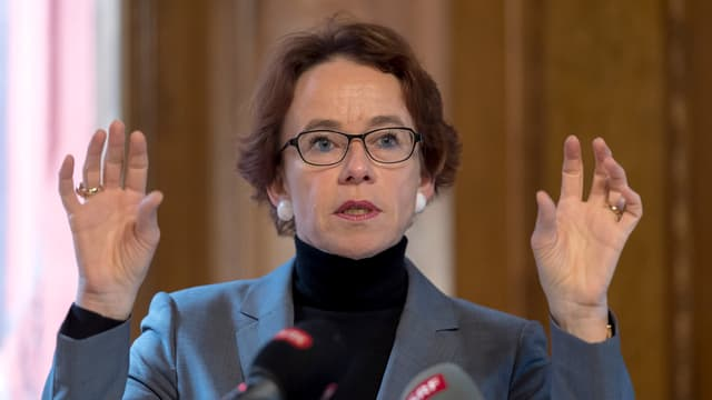 Die Basler Finanzdirektorin Eva Herzog präsentiert eine positive Rechnung