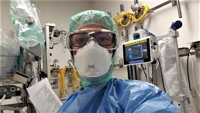 Intensivpflegerin Katharina Moruzzo in Schutzkleidung